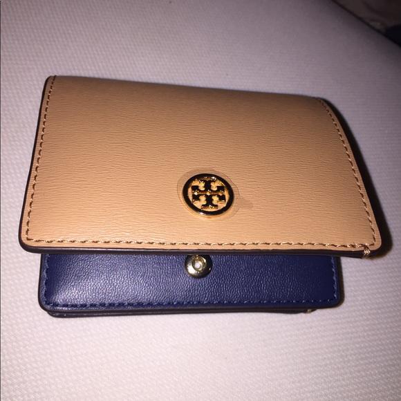 34efee6dfc38 Tory Burch Parker foldable mini wallet. M 5a507f9731a376349002d8d7
